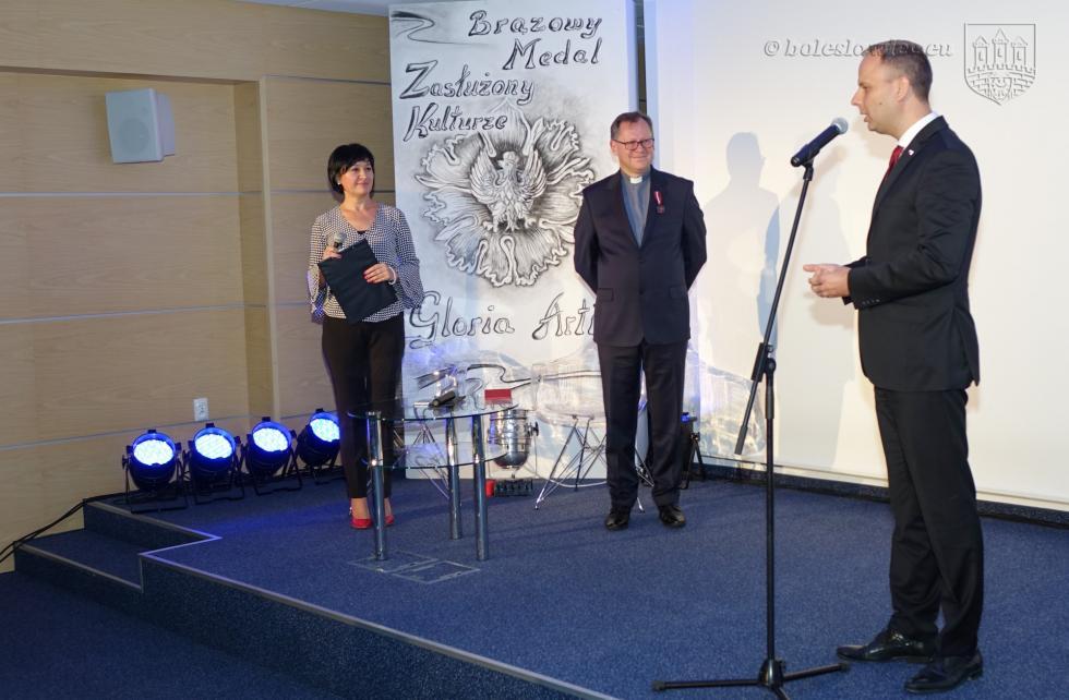 Ks. Andrzej Jarosiewicz, rektor Bolesławieckiej Bazyliki Maryjnej - Zasłużony Kulturze Gloria Artis