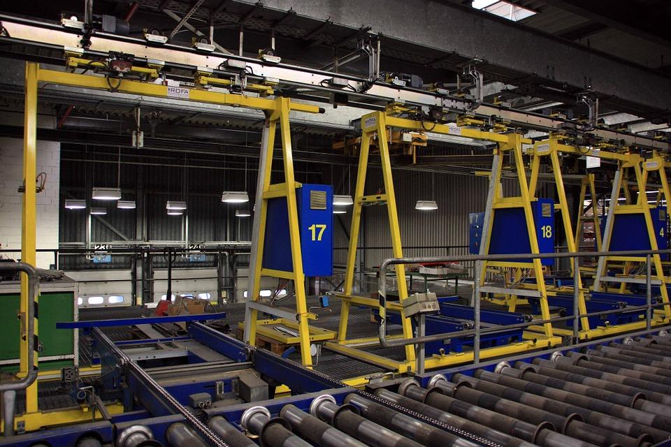 Jakie urządzenia sprawdzą się przy obrabianiu metalowych elementów?