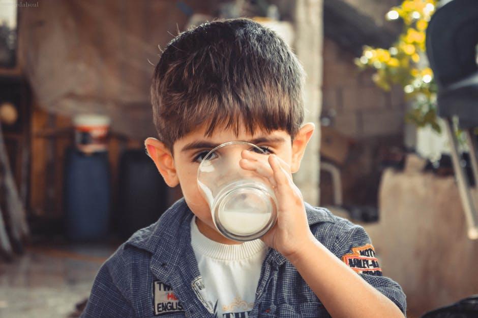 Jak przekonać dzieci dopicia wody? 3 proste sposoby
