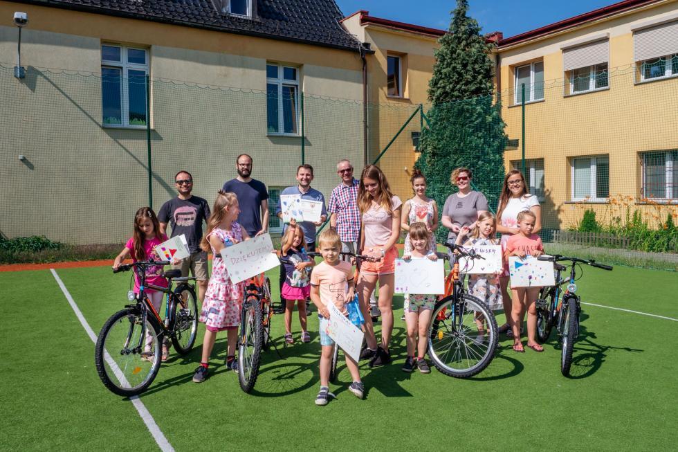Rowery trafiły dodzieci zwrocławskiego domu dziecka