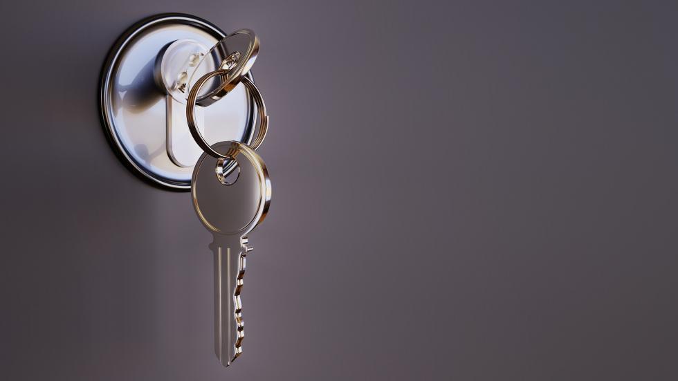 Awaryjne otwieranie zamków bez pomocy specjalisty – czy to możliwe?