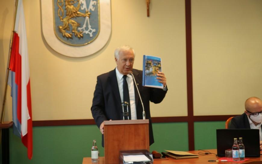 Prezydent Tadeusz Krzakowki zwotum zaufania iabsolutorium