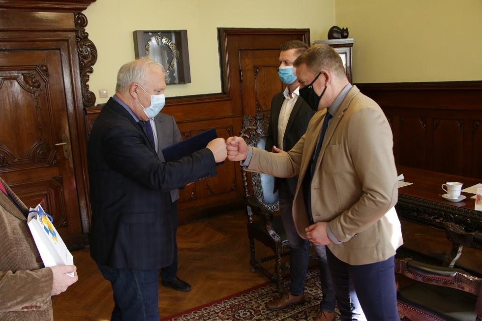 Prezydent wyróżnił Grzegorza Karnickiego tytułem Trenera Roku